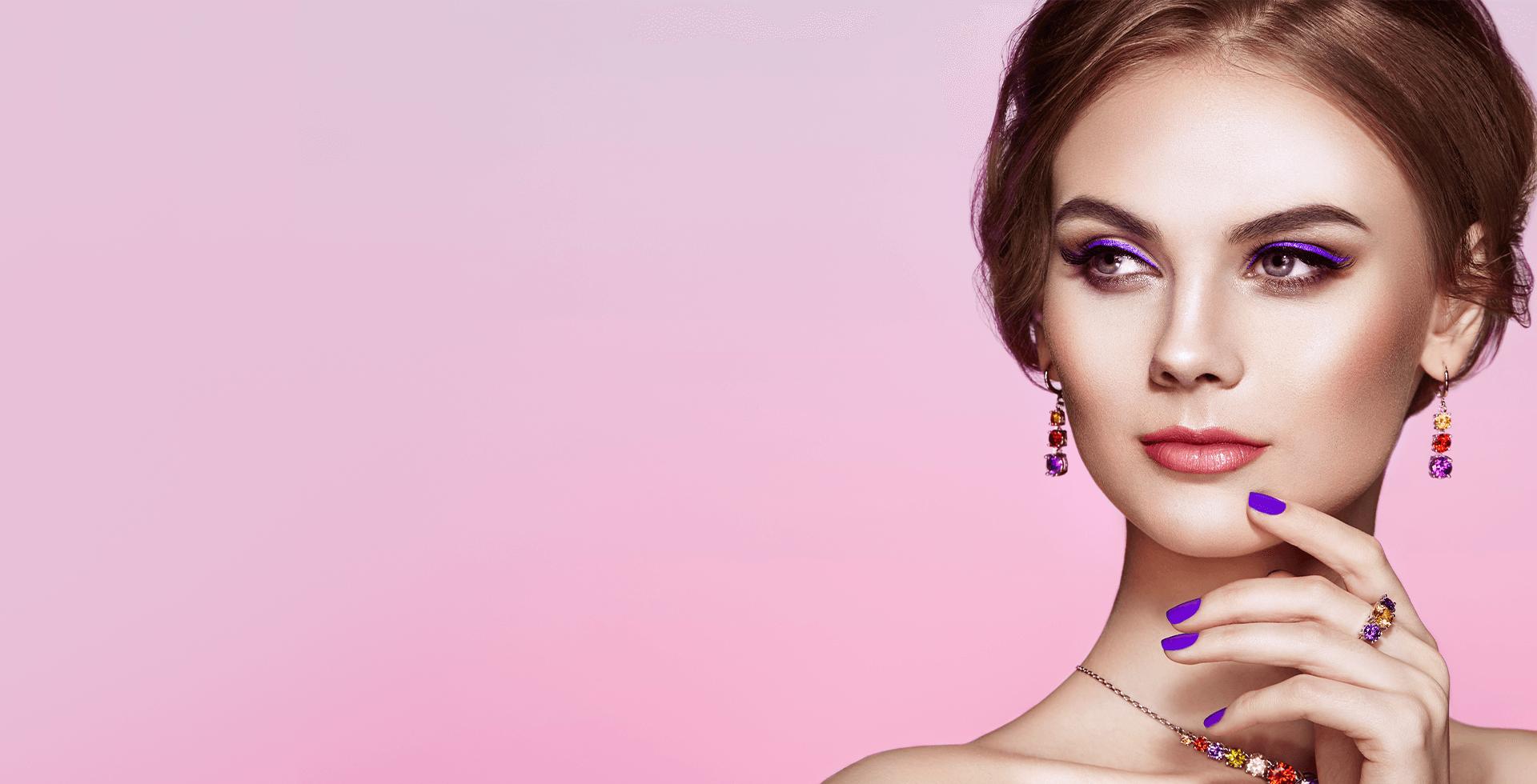 Макияж и маникюр фиолетового цвета