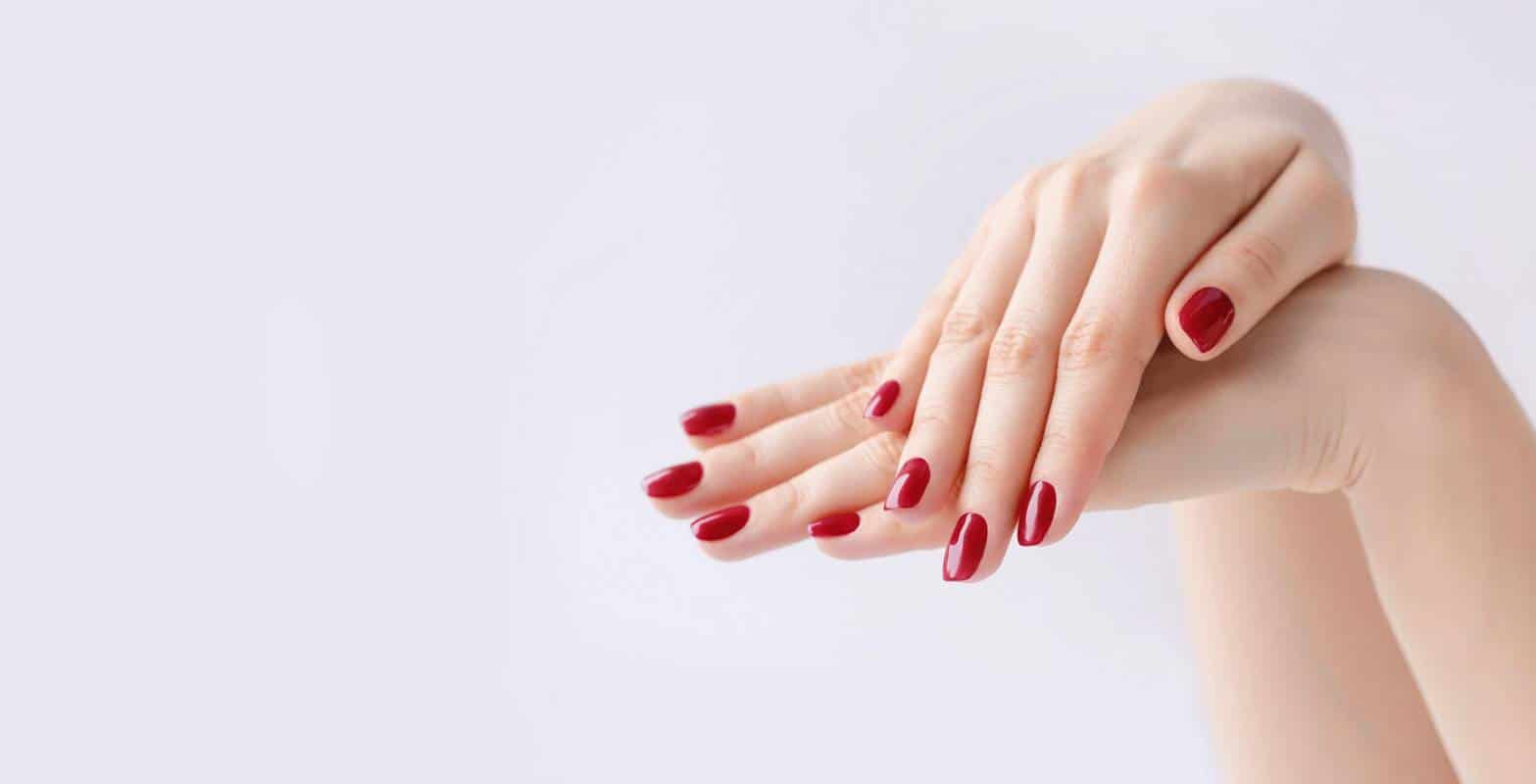 Красный маникюр на короткие ногти